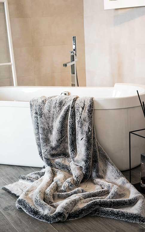 Arredo Bagno con vasca da bagno
