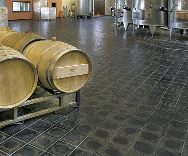 Pavimenti per cantine cantina stroblhof appiano bz with pavimenti